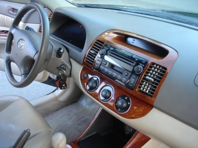 Cần bán xe Toyota Camry đời 2004, màu đen số sàn-3