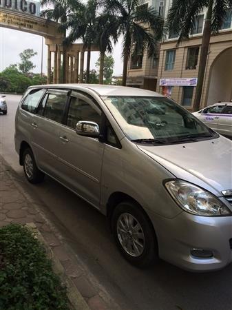 Cần bán Toyota Innova sản xuất 2011, màu bạc xe gia đình -1