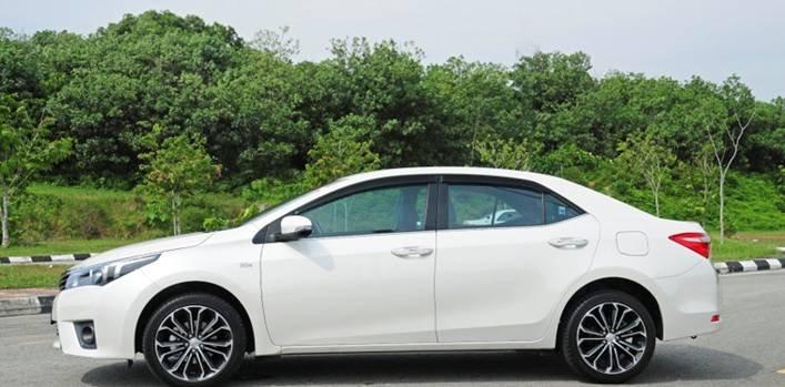 Cần bán Toyota Corolla altis 2014, nhập khẩu chính hãng -4