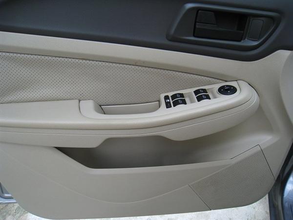 Xe Ford Focus đời 2010, màu xám, xe đẹp như mới-6