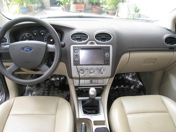 Xe Ford Focus đời 2010, màu xám, xe đẹp như mới-3