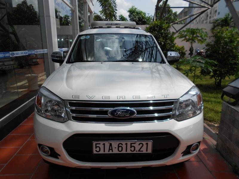 Cần bán xe Ford Everest đời 2013, màu trắng ít sử dụng -0