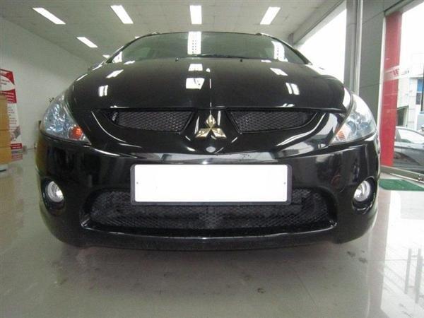 Cần bán Mitsubishi Grandis đời 2009, màu đen, xe đẹp như mới-0