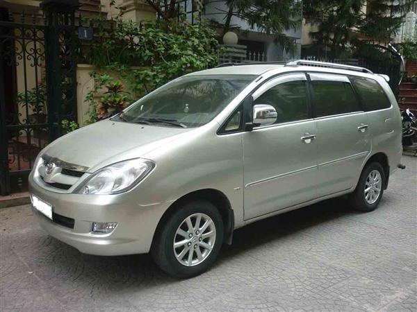 Cần bán lại xe Toyota Innova đời 2007, màu bạc số sàn    -0