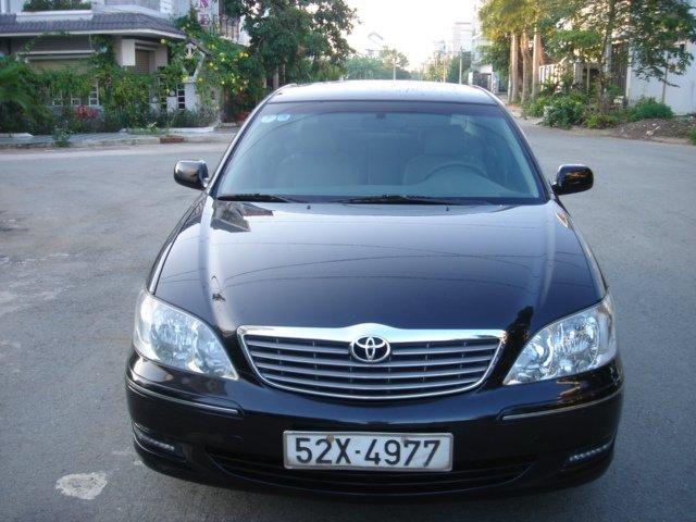 Cần bán xe Toyota Camry đời 2004, màu đen số sàn-0