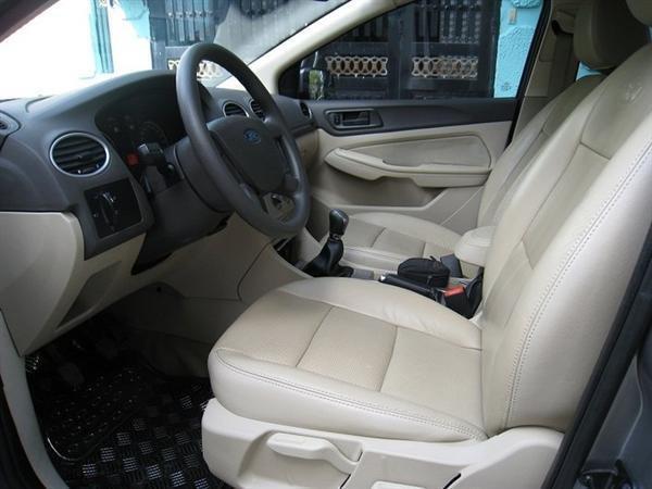 Xe Ford Focus đời 2010, màu xám, xe đẹp như mới-4