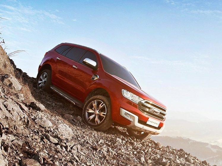 Ford Everest sở hữu thiết kế cơ bắp, mạnh mẽ.