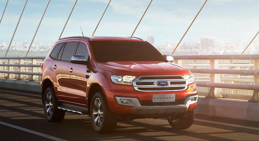 Ford Everest 2015 sở hữu ngoại hình đậm chất cơ bắp Mỹ.
