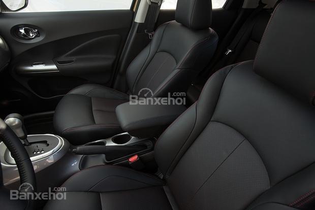 Hàng ghế trước của Nissan Juke 2015.