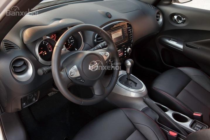 Nissan Juke 2015 sử dụng 5 chỗ ngồi bọc nỉ.