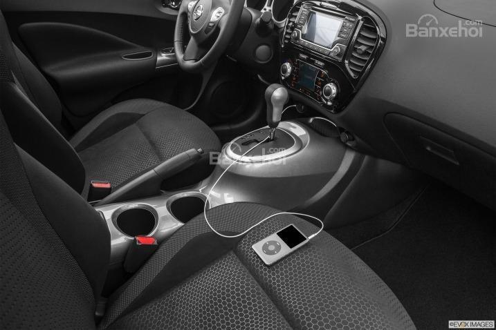 Hệ thống giải trí Nissan Connect cho phép kết nối với smartphone.