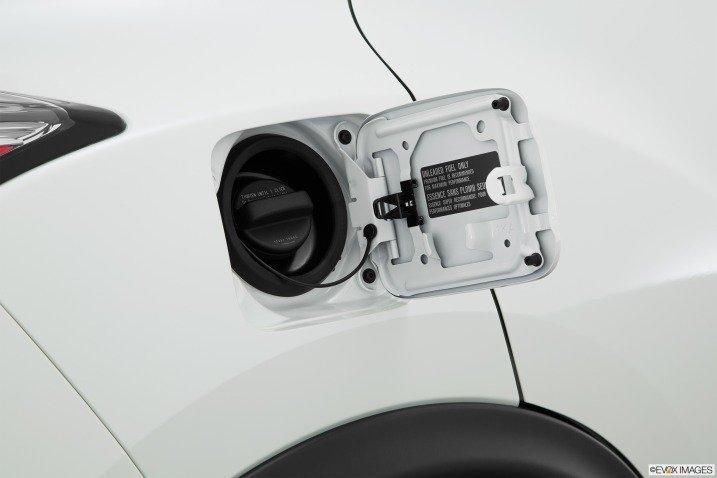 Nắp bình nhiên liệu của Nissan Juke 2015.