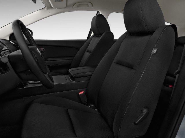 Ghế ngồi của Mazda CX-9 được bọc da cao cấp.