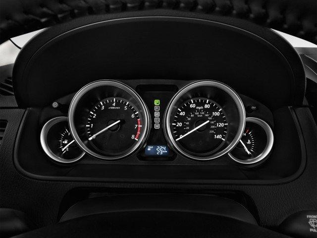 Bảng đồng hồ lái của Mazda CX-9.