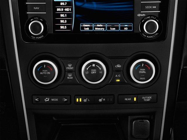 Hệ thống điều khiển âm thanh trên Mazda CX-9.
