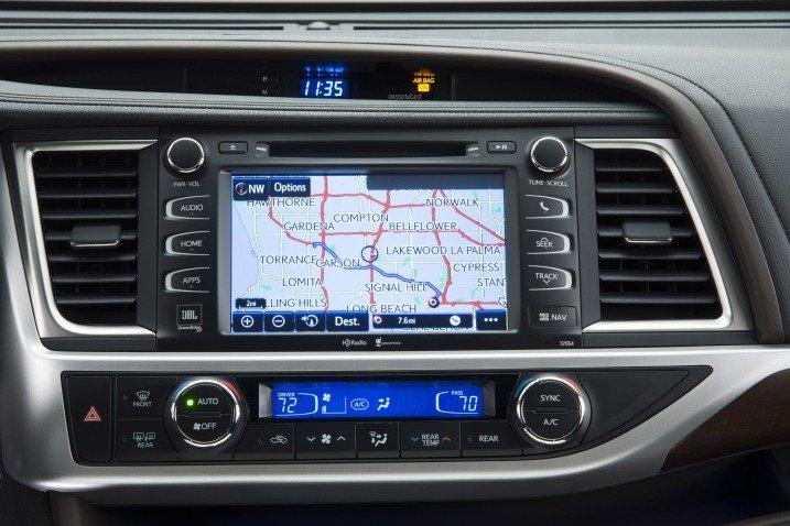 Màn hình đa thông tin của Toyota Highlander 2015