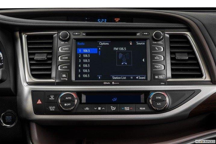 Toyota Highlander được trang bị tiện nghi hiện đại.