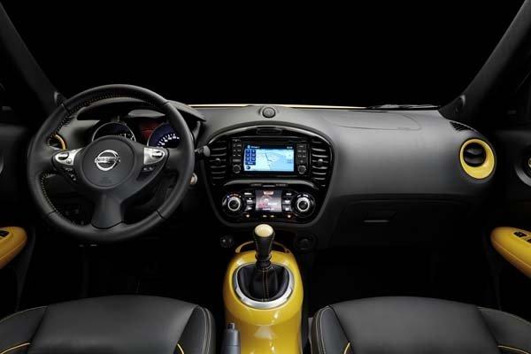 Nissan Juke 2015 sở hữu không gian nội thất tiện nghi, năng động.