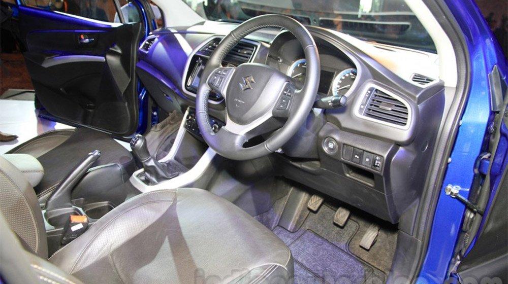 Suzuki S-Cross được trang bị nội thất khá tiện nghi 2