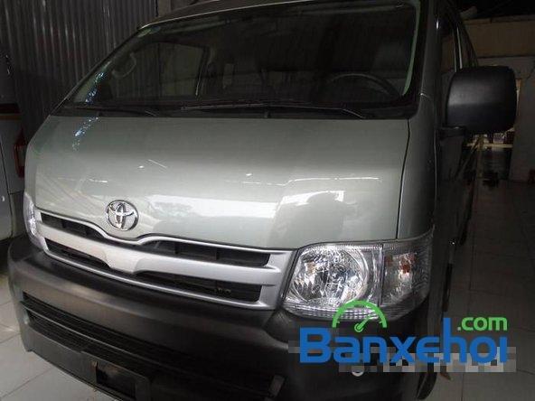 Cần bán xe Toyota Hiace đời 2011, xe đẹp như mới-0