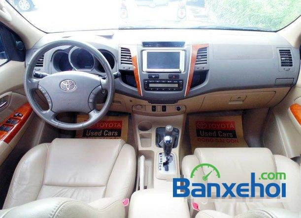 Xe Toyota Fortuner V 2009 cũ màu bạc đang được bán với giá 725000000vnd-4