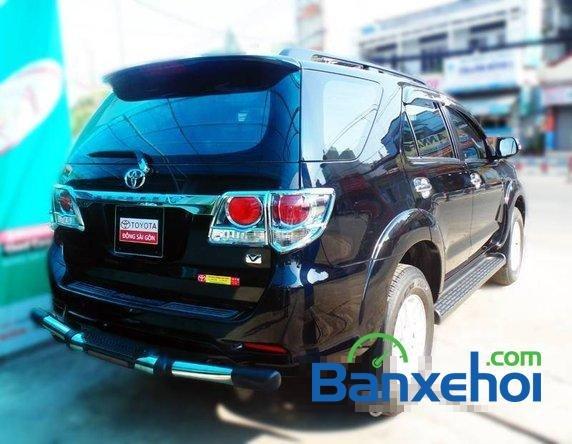 Xe Toyota Fortuner V 2012 cũ màu đen đang được bán với giá 930000000 vnd-2