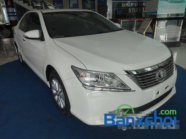 Mình cần bán xe Toyota Camry 2.0L 2014, màu trắng-2