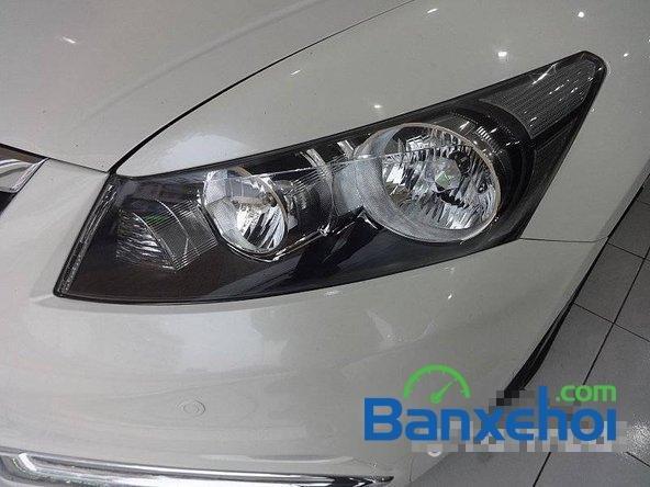 Cần bán xe Honda Accord đời 2011, màu trắng, LH chợ ô tô Lâm Hùng-1