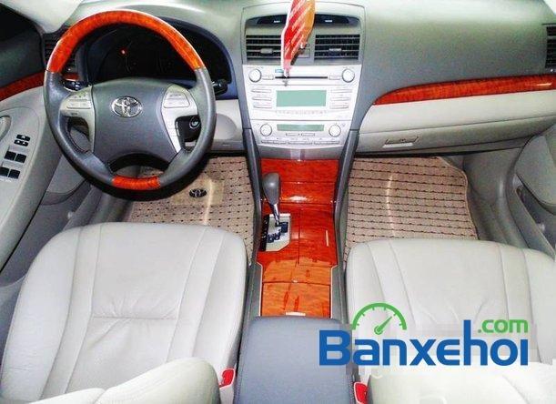 Xe Toyota Camry 2.4 2011 cũ màu bạc đang được bán với giá 975000000 vnd-4