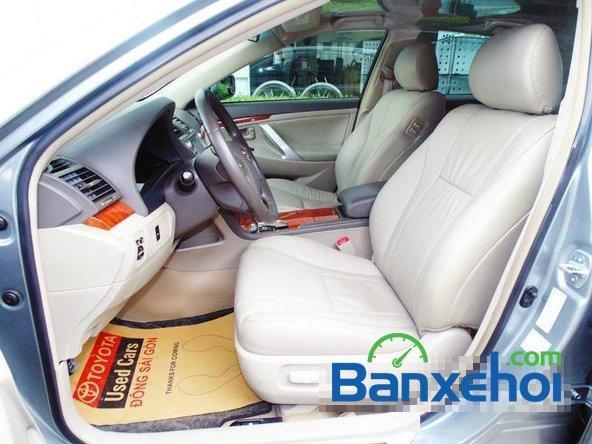 Xe Toyota Camry 2.4 2010 cũ màu bạc đang được bán với giá 925000000 vnd-3
