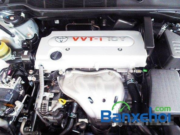 Xe Toyota Camry 2.4 2011 cũ màu bạc đang được bán với giá 975000000 vnd-6