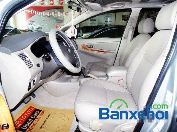 Xe Toyota Innova V 2009 cũ màu bạc đang được bán với giá 635000000 vnd-4