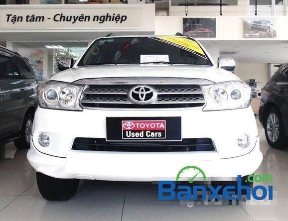 Xe Toyota Fortuner Sport 2012 cũ màu trắng đang được bán với giá 940000000 vnd-0