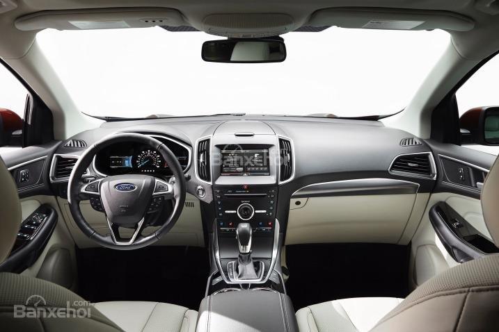 Nội thất của Ford Edge 2015 rộng rãi, tiện nghi.