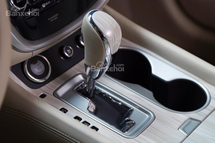 Cần gạt sang số của Nissan Murano 2015.