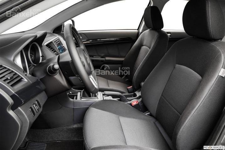 Đánh giá ghế ngồi xe Mitsubishi Lancer Evolution 2015