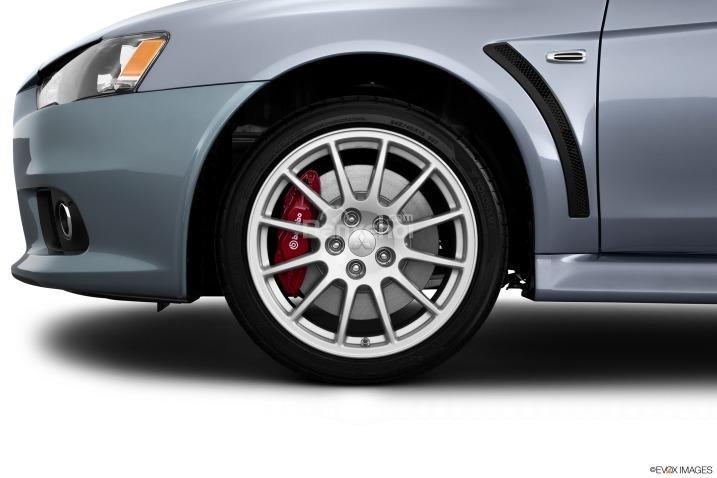 Đánh giá bánh xe Mitsubishi Lancer Evolution 2015