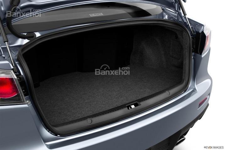 Đánh giá khoang hành lý xe Mitsubishi Lancer Evolution 2015