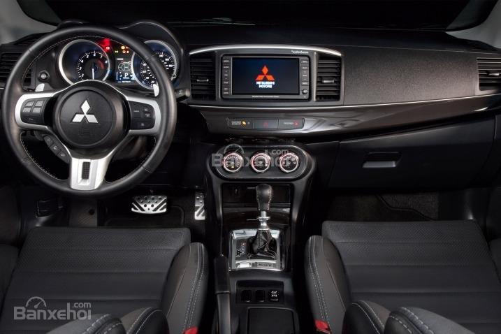 Đánh giá nội thất xe Mitsubishi Lancer Evolution 2015