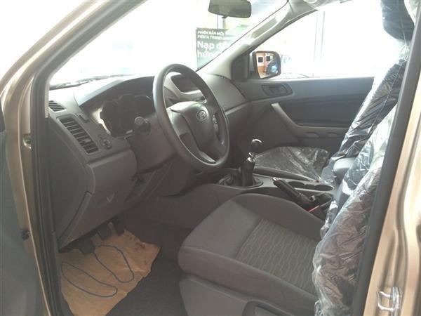 Cần bán xe Ford Ranger đời 2015, màu bạc, nhập khẩu, giá 632tr-1