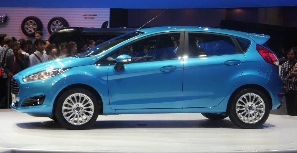 Bán ô tô Ford Fiesta đời 2014, màu trắng-1