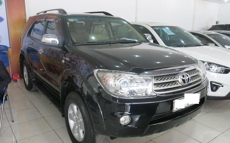 Cần bán gấp Toyota Fortuner đời 2009, màu đen-0