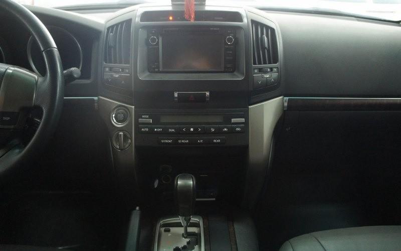 Cần bán lại xe Toyota Land Cruiser đời 2009, màu bạc-5