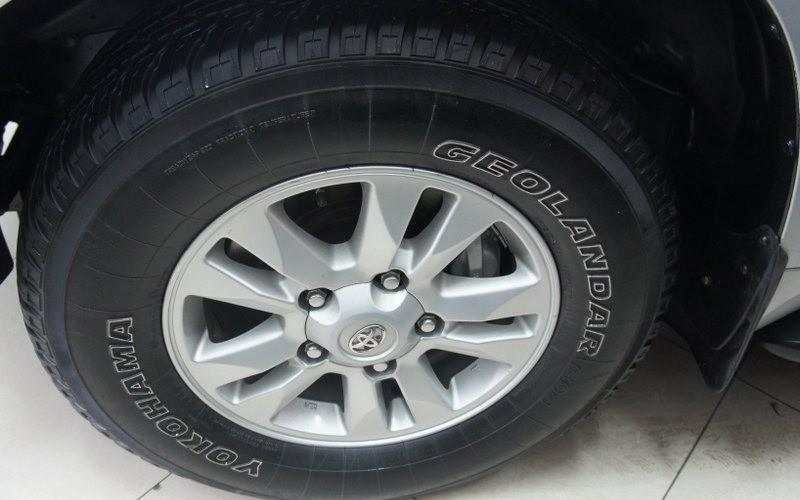 Cần bán lại xe Toyota Land Cruiser đời 2009, màu bạc-1