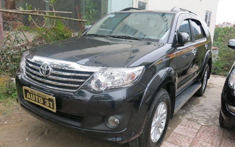 Cần bán lại xe Toyota Fortuner đời 2013, màu đen -1