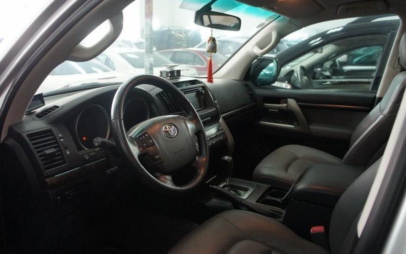 Cần bán lại xe Toyota Land Cruiser đời 2009, màu bạc-3