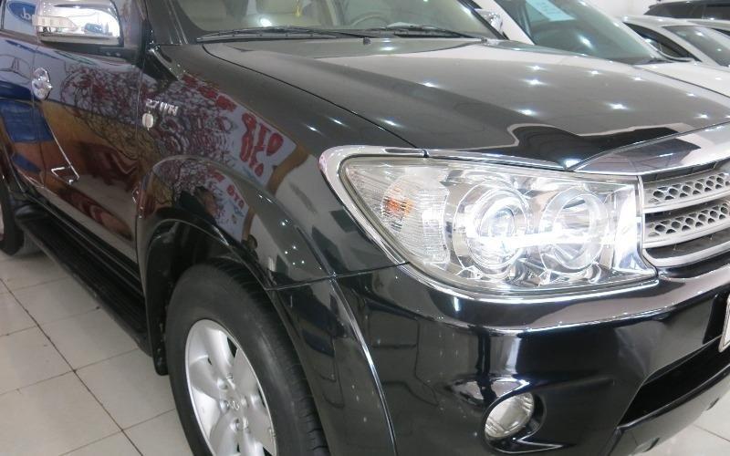 Cần bán gấp Toyota Fortuner đời 2009, màu đen-1