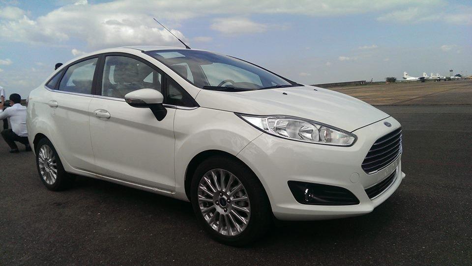 Bán ô tô Ford Fiesta đời 2014, màu trắng-0