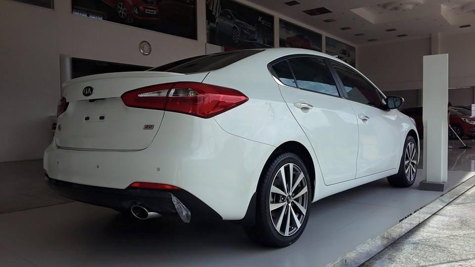 Cần bán Kia K3 đời 2015, màu trắng giá cạnh tranh-2