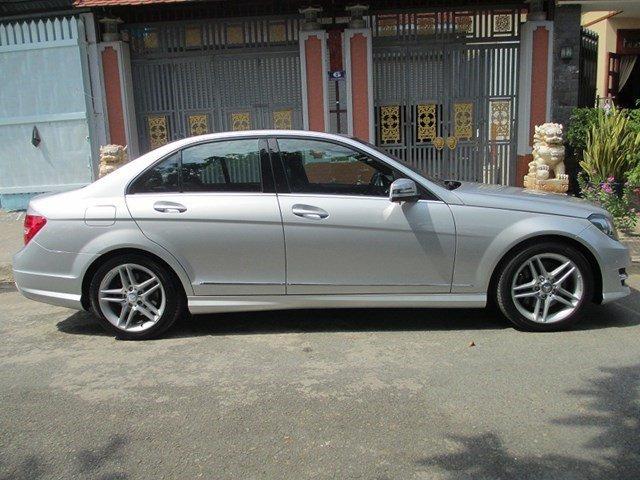 Bán Mercedes C300 đời 2013, màu bạc, số tự động-1